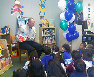 image of Tony Vaughn reading to students