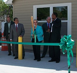 Mayor Annise Parker cutting the ribbon on North Houston's new recycling center