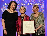 Professor Mamie Moy receiving an award from the American Chemical Society