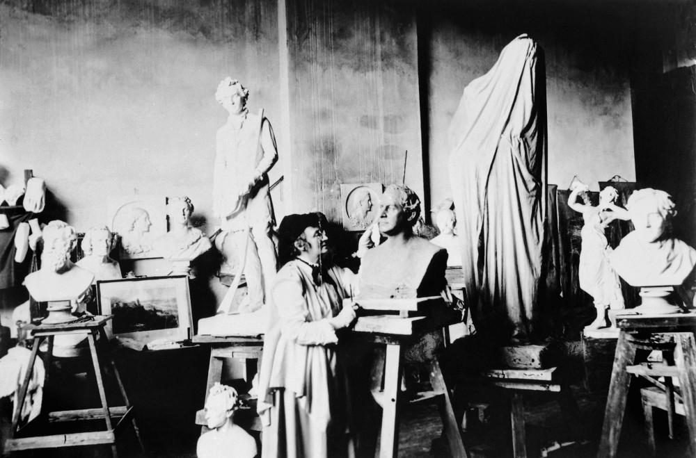 Elisabet Ney with her sculptures