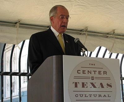 John-Nau-Speaking-at-the-Unveiling-of-the-New-Center-for-Texas-Cultural-Heritage-2012-400px.jpg