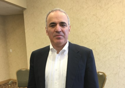 Kasparov Warns Low Oil Prices Making Putin's Russia More Aggressive